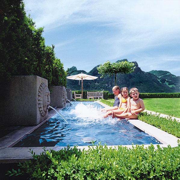 Aussenbad abenteuerlustig j d schwimmbad bau design for Schwimmbad aussen