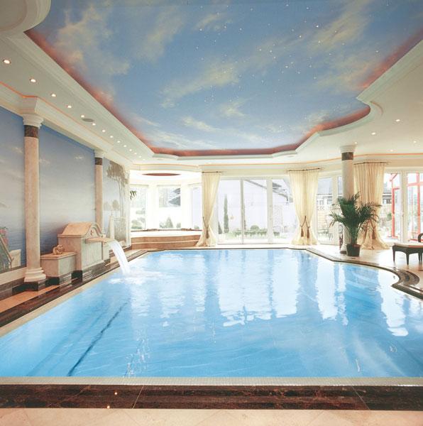 Kunstvoll klassisch hallenbad j d schwimmbad bau design for Schwimmbad gegenstromanlage